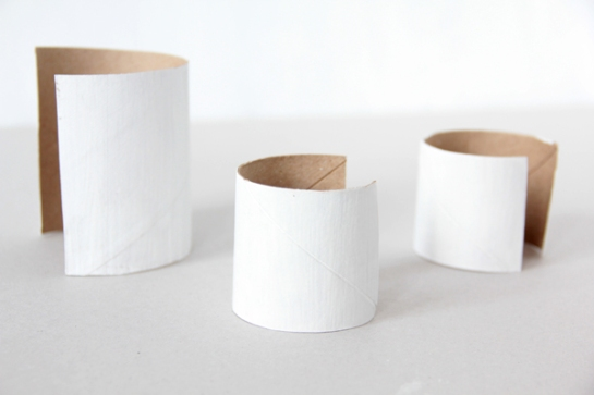 vela con rollo de papel higiénico 2